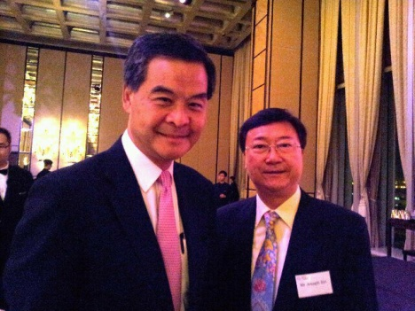IARFP亚太区主席冼伟超教授与香港特别行政区特首梁振英先生(左一)合影